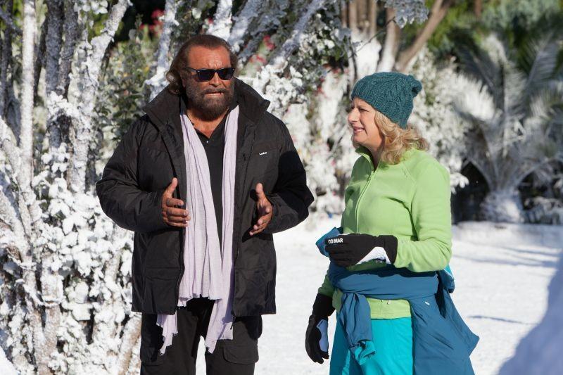 Indovina chi viene a Natale?: Diego Abatantuono con Angela Finocchiaro in una scena