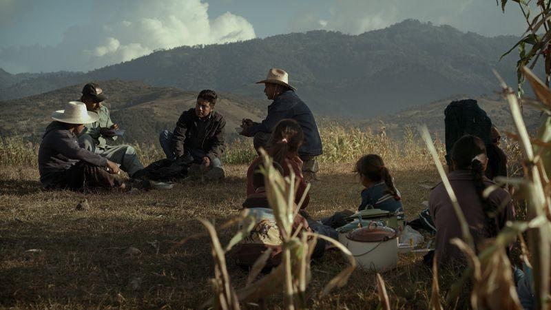 Qui e là: una scena di gruppo tratta dal film