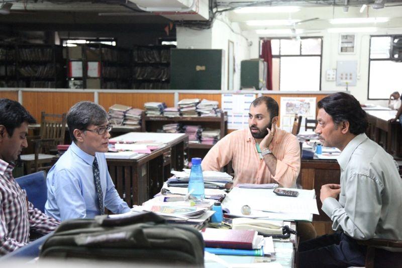 The Lunchbox: il regista Ritesh Batra con Irrfan Khan e Nawazuddin Siddiqui sul set