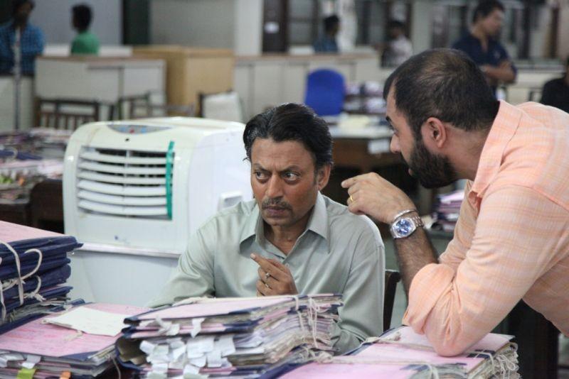 The Lunchbox: il regista Ritesh Batra con Irrfan Khan sul set