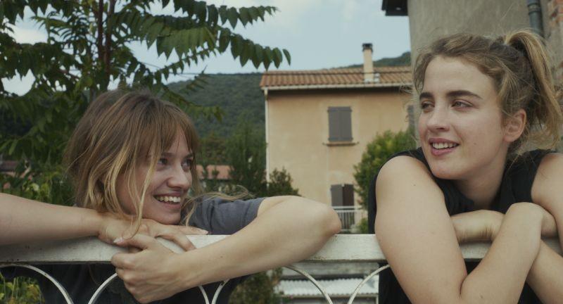 Suzanne: Sara Forestier e Adèle Haenel in una scena del film