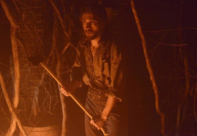 Sleepy Hollow - Tom Mison in una scena di Sanctuary, nono episodio della prima stagione