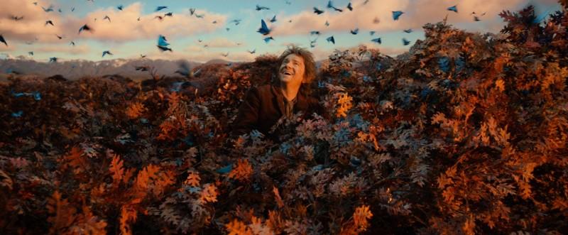 The Hobbit: The Desolation Of Smaug - Martin Freeman osserva meravigliato le farfalle dalla cima degli alberi