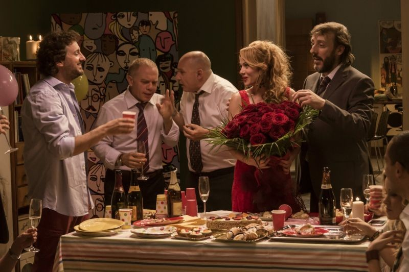 Un fantastico via vai: Leonardo Pieraccioni in una scena con Massimo Ceccherini, Maurizio Battista, Marco Marzocca e Chiara Mastalli