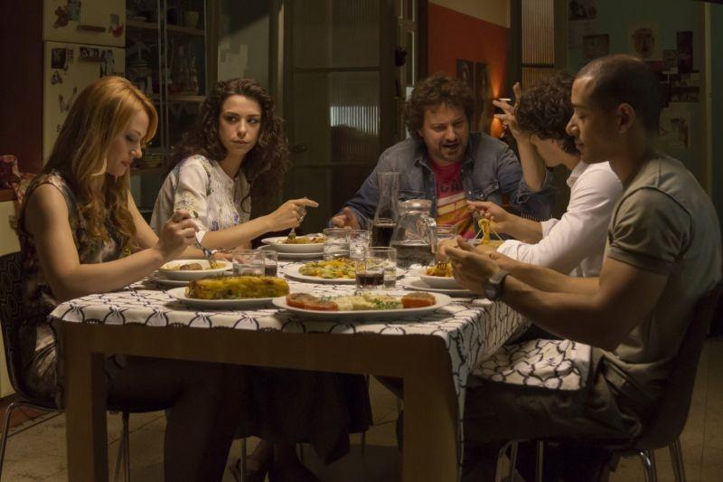 Un fantastico via vai: Leonardo Pieraccioni in una scena del film con Chiara Mastalli, David Sef, Giuseppe Maggio e Marianna Di Martino