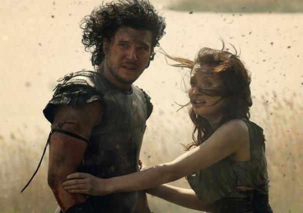 Pompeii: Kit Haringston ed Emily Browning in un drammatico momento