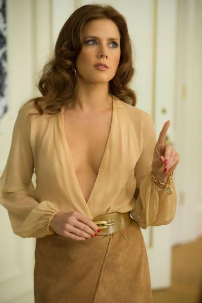American Hustle: un'immagine di Amy Adams