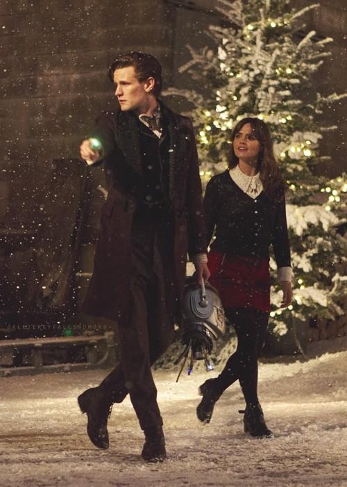 Doctor Who: Matt Smith e Jenna-Louise Coleman in una scena dello speciale natalizio The Time of the Doctor