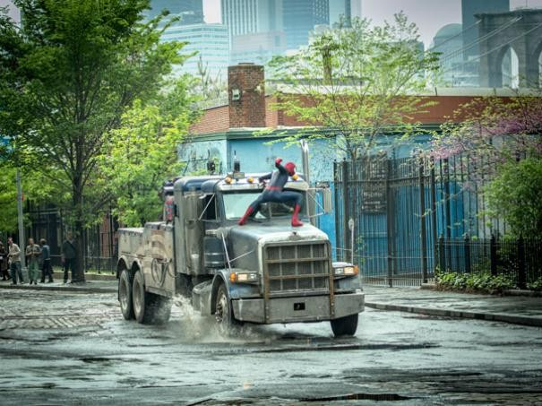 The Amazing Spider-Man 2: Andrew Garfield alle prese con un camion