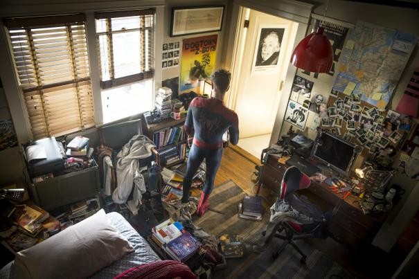 The Amazing Spider-Man 2: Andrew Garfield nella sua caotica stanza