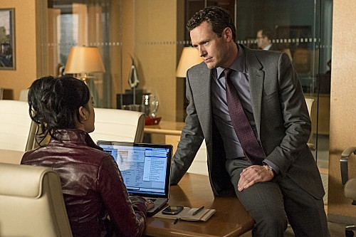 The Good Wife: Archie Panjabi e Jason O'Mara in una scena dell'episodio The Decision Tree