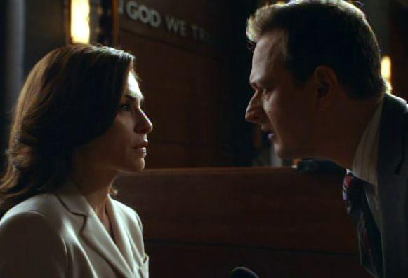 The Good Wife: Julianna Margulies e Josh Charles in una scena dell'episodio The Decision Tree