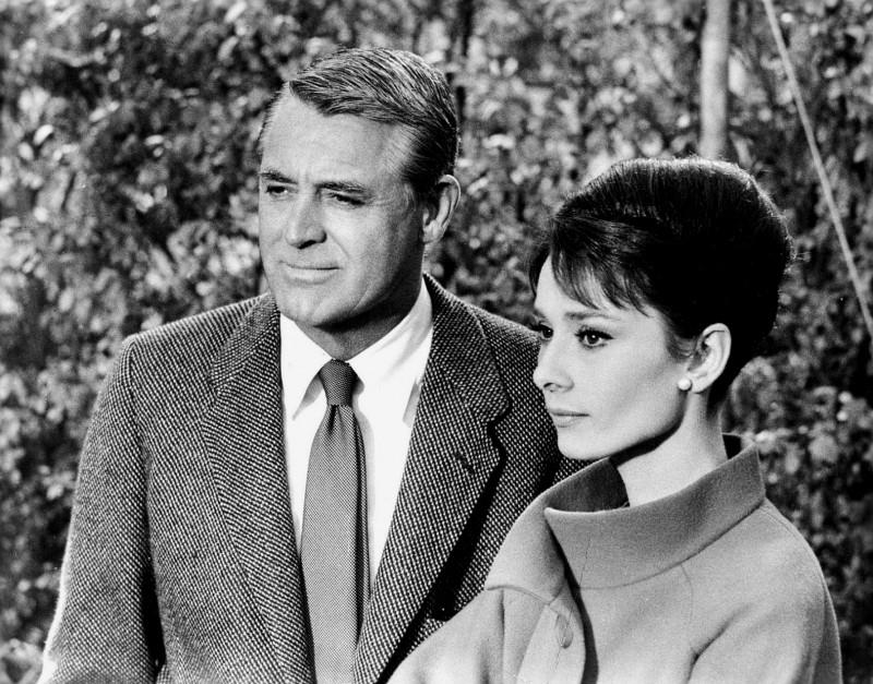 Cary Gran e Audrey Hepburn in una scena diSciarada del 1963
