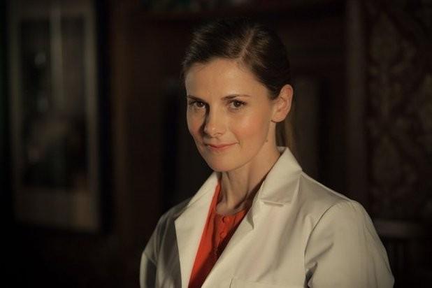 Sherlock: Louise Brealey in un'immagine della stagione 3