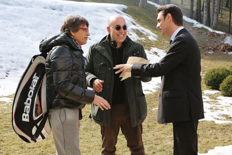 Il capitale umano: il regista Paolo Virzì insieme a Fabrizio Gifuni e Fabrizio Bentivoglio sul set