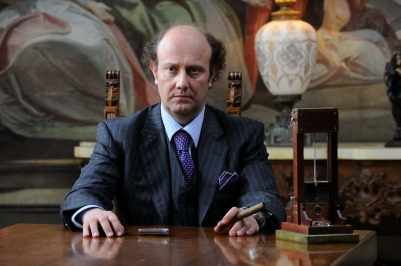 Un boss in salotto: Alessandro Besentini in una scena