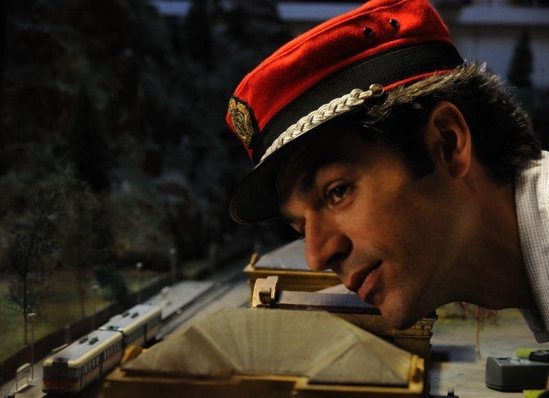 Un boss in salotto: Luca Argentero in un bel primo piano del film