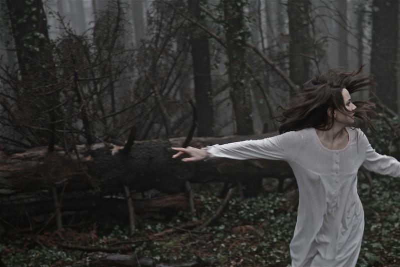 Neverlake: Daisy Keeping in una concitata scena del film