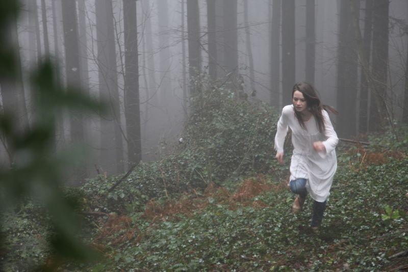 Neverlake: Daisy Keeping in una scena del film