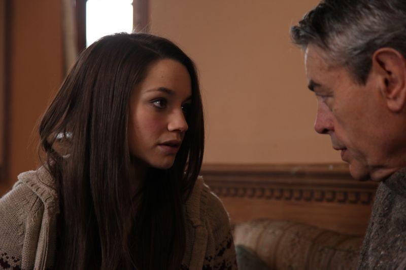 Neverlake: Daisy Keeping in una scena del film insieme a David Brandon