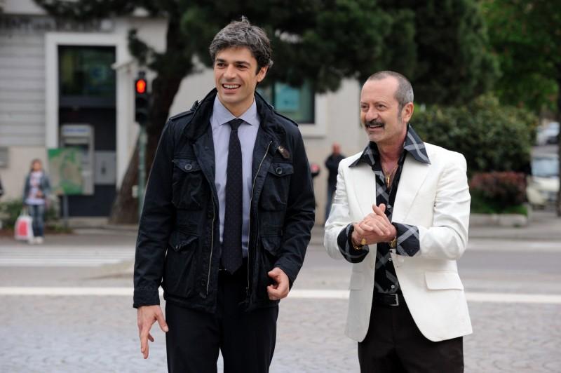 Un boss in salotto: Luca Argentero con Rocco Papaleo in una scena del film - foto esclusiva