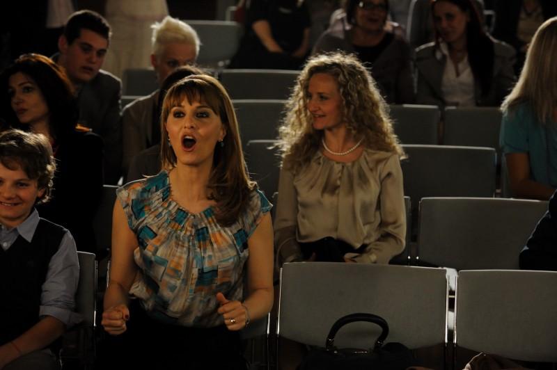 Un boss in salotto: Paola Cortellesi in una scena del film - foto esclusiva