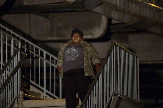 American Horror Story: Gabourey Sidibe in una scena dell'episodio The Sacred Taking della terza stagione