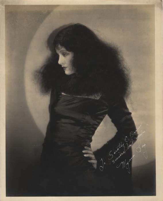 Myrna Loy in versione vamp, agli inizi della carriera