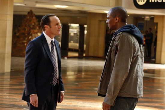 Agents of S.H.I.E.L.D. - una scena dell'episodio The Bridge con Clark Gregg e J. August Richards