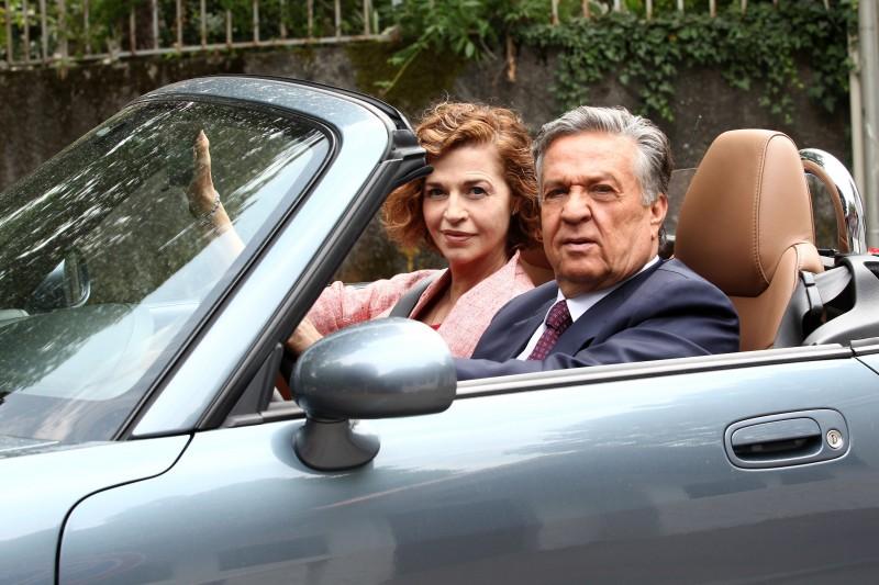 Casa e bottega: Renato Pozzetto ed Anna Galiena in una scena della fiction