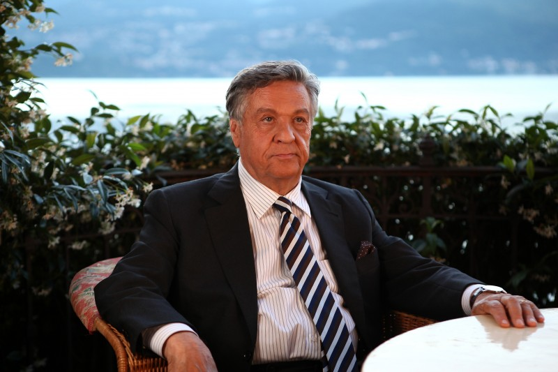 Renato Pozzetto in una scena della fiction Casa e bottega