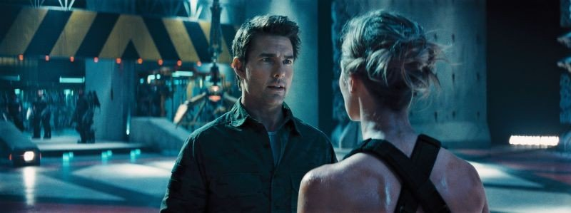 Edge of Tomorrow - Senza domani: Tom Cruise ed Emily Blunt in una scena