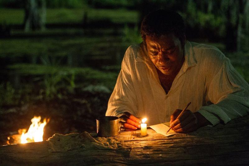 Twelve Years a Slave: Chiwetel Ejiofor in un commovente momento del film
