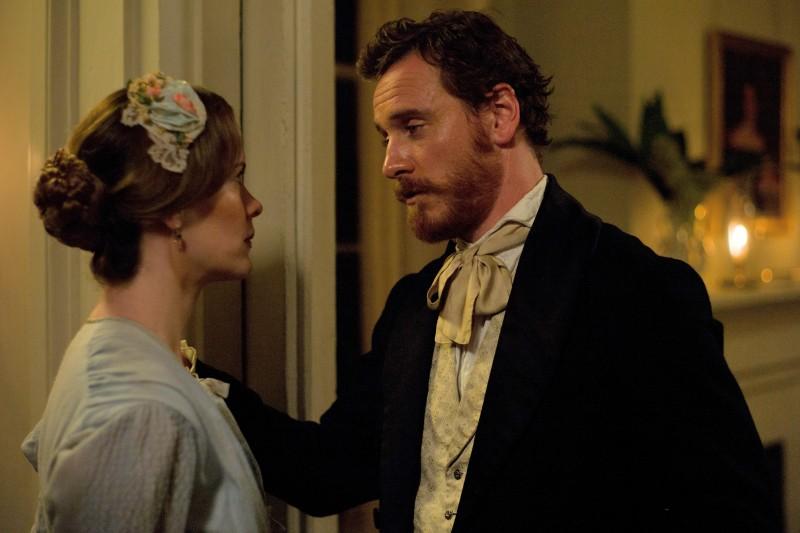 Twelve Years a Slave: Sarah Paulson insieme a Michael Fassbender in un momento del film