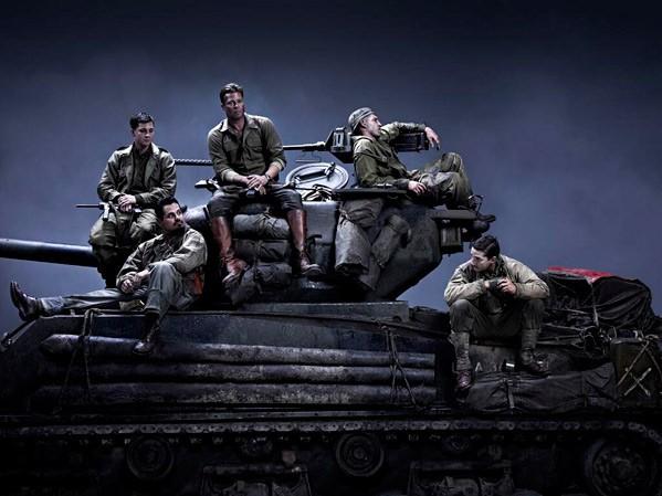 Fury: Brad Pitt, Shia LaBeouf, Jon Bernthal, Michael Pena e Logan Lerman sul carroarmato