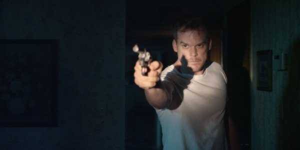 Cold in July: Michael C. Hall con la pistola in pugno