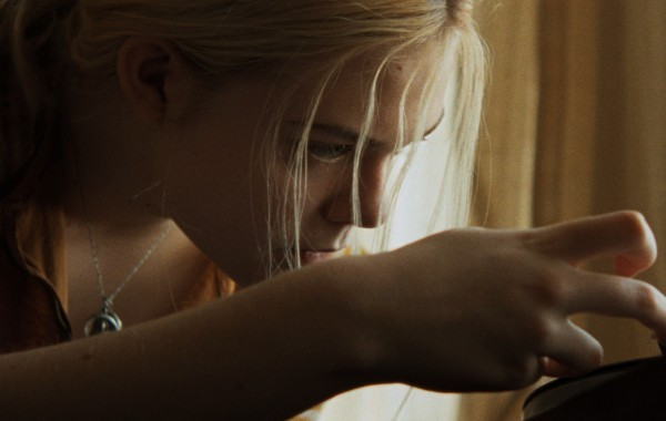 Low Down: Elle Fanning in una scena del film