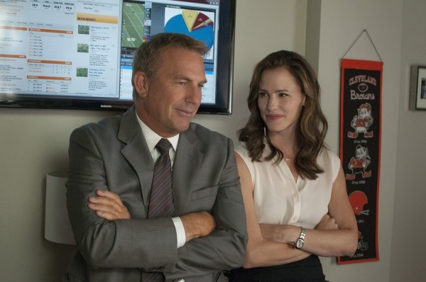 Draft Day: Kevin Costner e Jennifer Garner in una scena