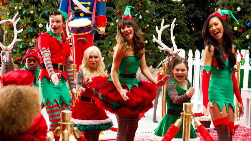 Glee: Naya Rivera, Chris Colfer e Lea Michele nell'episodio Previously Unaired Christmas
