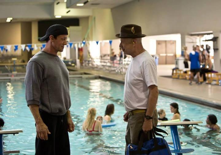 Il Grande Match: Alan Arkin in piscina con Sylvester Stallone in una scena