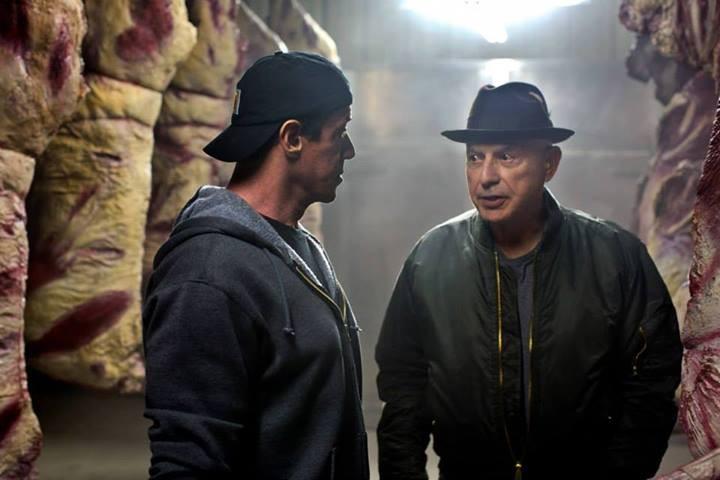 Il Grande Match: Sylvester Stallone in una scena del film parla con Alan Arkin
