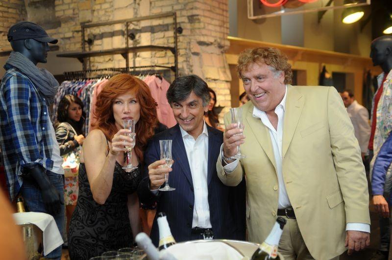 Sapore di te: Maurizio Mattioli in una scena del film con la 'moglie' Nancy Brilli e Vincenzo Salemme
