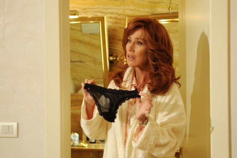 Sapore di te: Nancy Brilli chiede spiegazioni su un paio di slip di pizzo in una scena del film