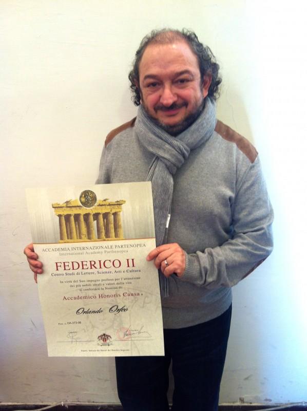 Orfeo Orlando con la nomina di Accademico Honoris Causa rilasciata dalla Accademia Internazionale Partenopea Federico II di Napoli