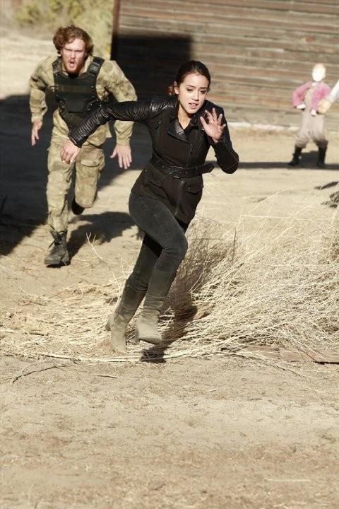 Agents of S.H.I.E.L.D.:  Chloe Bennet in una scena dell'episodio The Magical Place