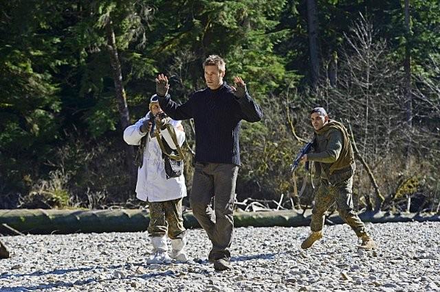 Intelligence: Josh Holloway in una scena del pilot della serie