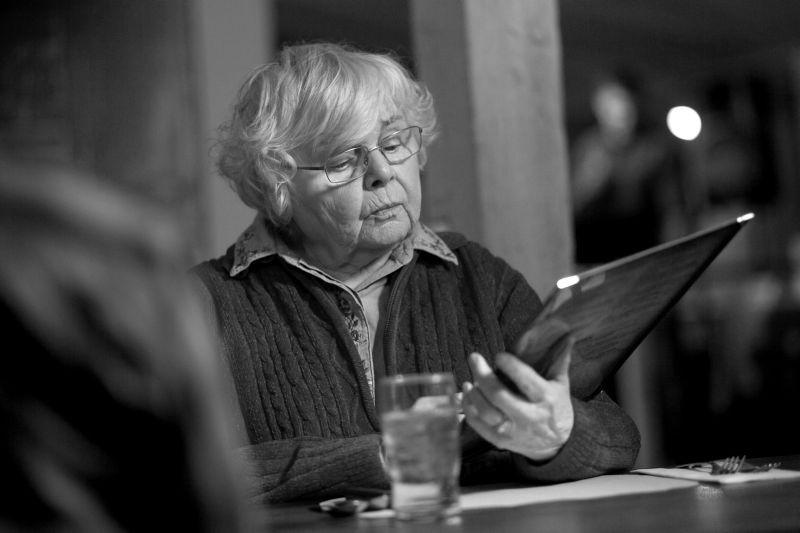 Nebraska: June Squibb in una scena del film