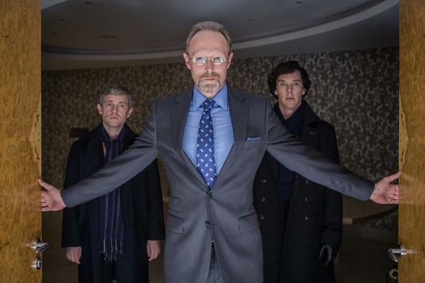 Sherlock: Benedict Cumberbatch, Martin Freeman e Lars Mikkelsen nell'episodio His Last Vow della terza stagione
