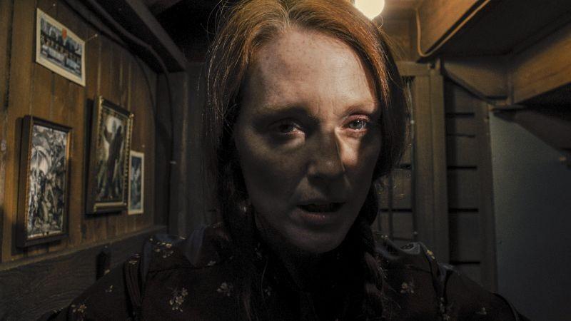 Carrie: Julianne Moore in un'inquietante immagine tratta dal film