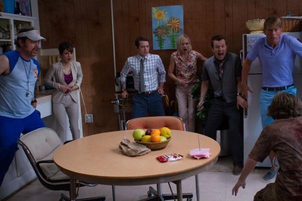 Cooties: Elijah Wood e il resto del cast in una raccapricciante scena corale